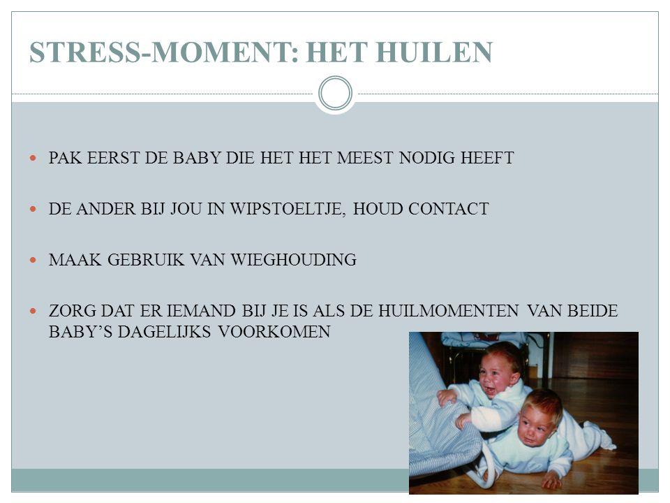 STRESS-MOMENT: HET HUILEN PAK EERST DE BABY DIE HET HET MEEST NODIG HEEFT DE ANDER BIJ JOU IN WIPSTOELTJE, HOUD CONTACT MAAK GEBRUIK VAN WIEGHOUDING Z