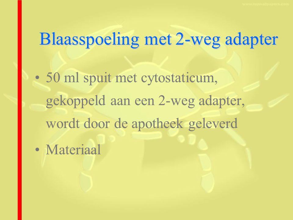Blaasspoeling met 2-weg adapter 50 ml spuit met cytostaticum, gekoppeld aan een 2-weg adapter, wordt door de apotheek geleverd Materiaal