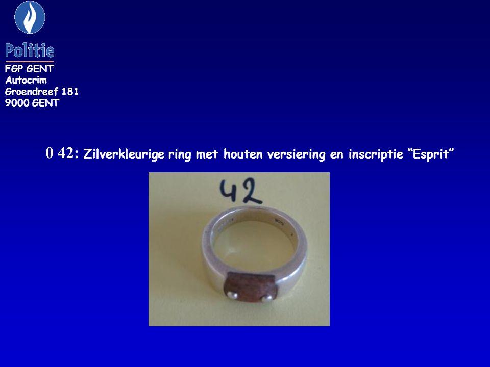 0 42: Zilverkleurige ring met houten versiering en inscriptie Esprit FGP GENT Autocrim Groendreef 181 9000 GENT
