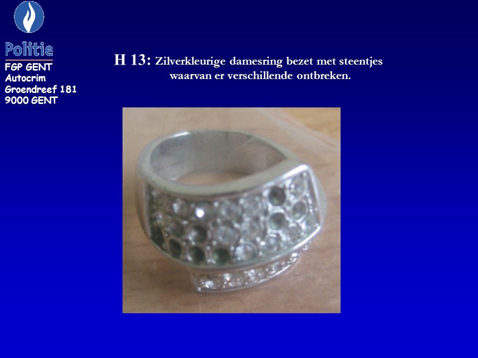 H 13: Zilverkleurige damesring bezet met steentjes waarvan er verschillende ontbreken.