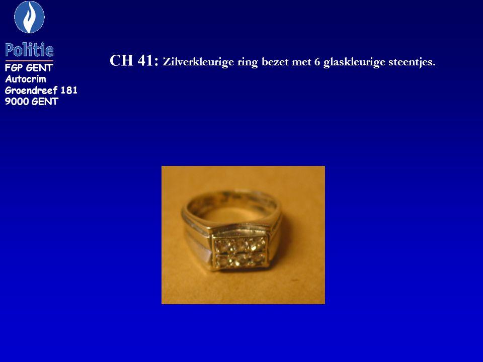 CH 41: Zilverkleurige ring bezet met 6 glaskleurige steentjes.