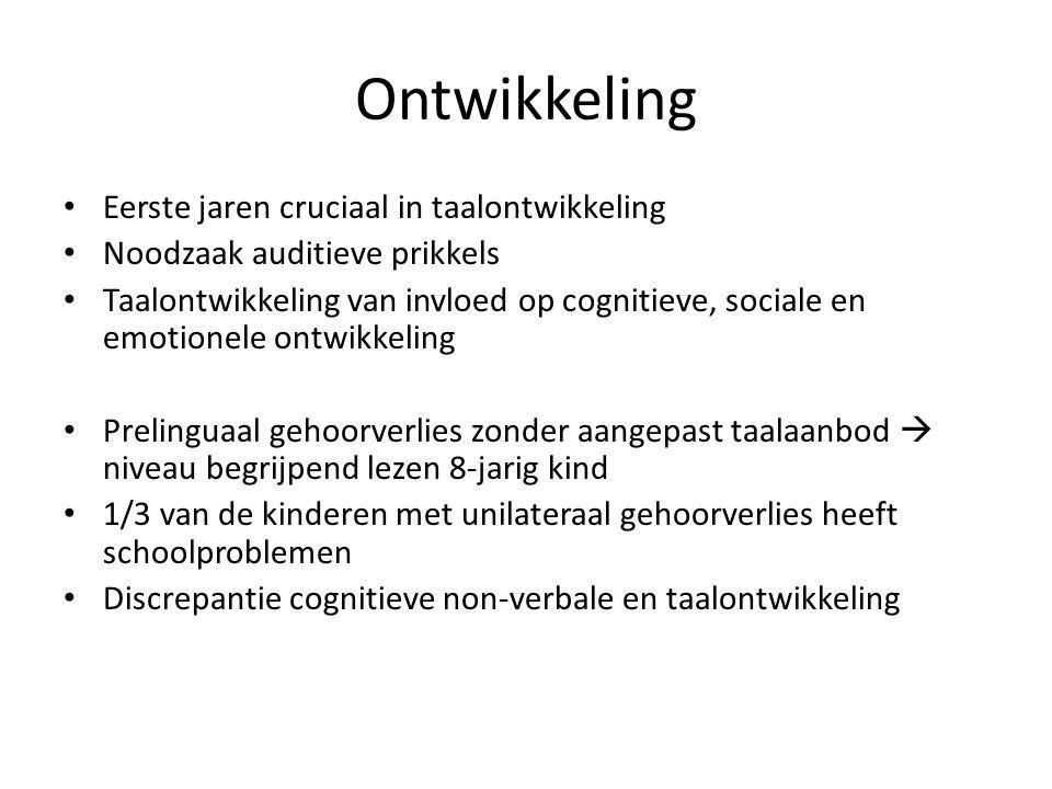 Ontwikkeling Eerste jaren cruciaal in taalontwikkeling Noodzaak auditieve prikkels Taalontwikkeling van invloed op cognitieve, sociale en emotionele o