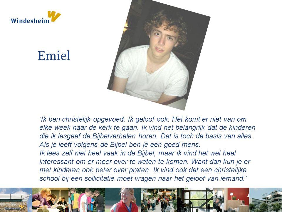 Emiel 'Ik ben christelijk opgevoed. Ik geloof ook. Het komt er niet van om elke week naar de kerk te gaan. Ik vind het belangrijk dat de kinderen die