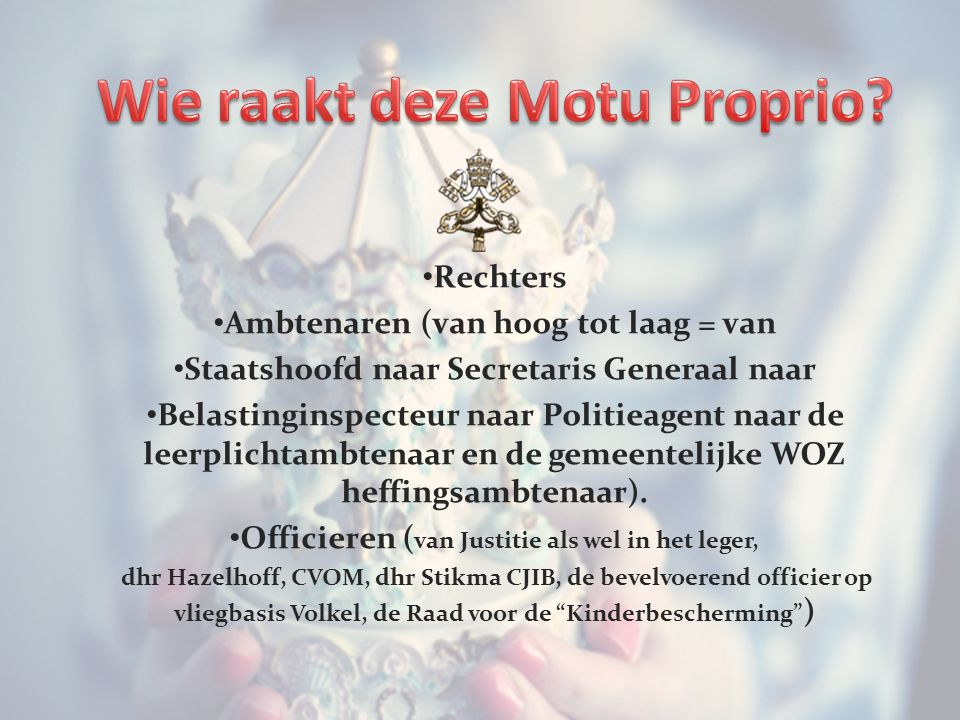 Rechters Ambtenaren (van hoog tot laag = van Staatshoofd naar Secretaris Generaal naar Belastinginspecteur naar Politieagent naar de leerplichtambtenaar en de gemeentelijke WOZ heffingsambtenaar).