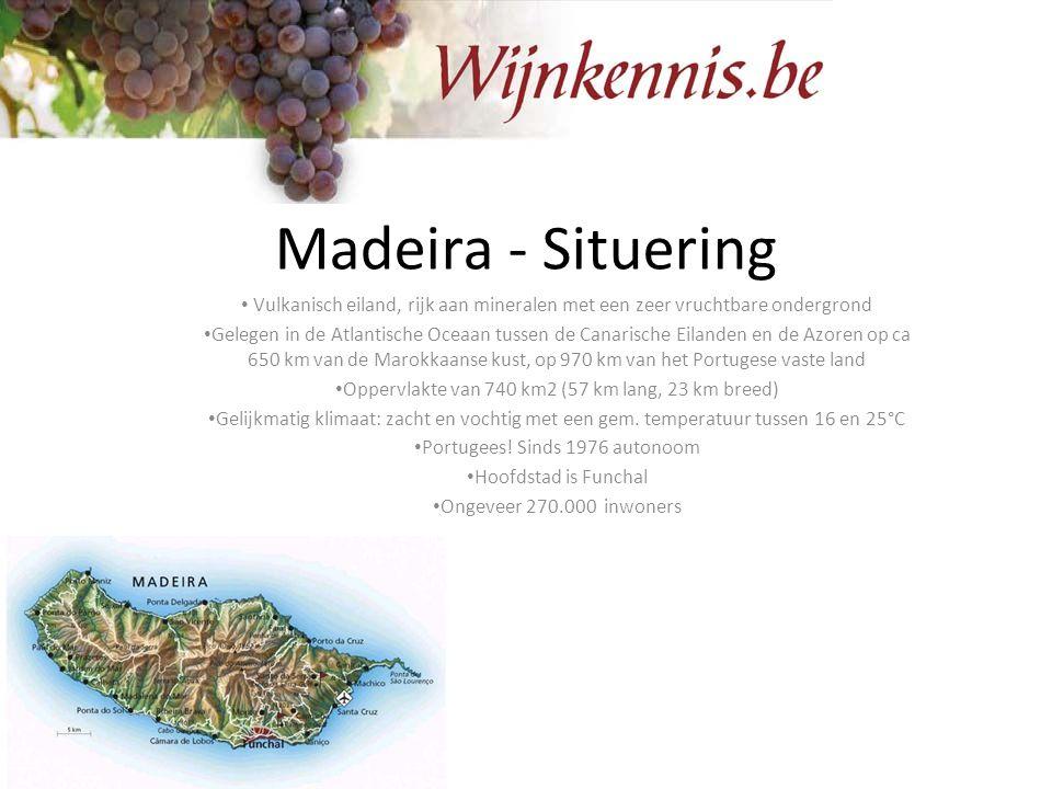 Madeira - Situering Vulkanisch eiland, rijk aan mineralen met een zeer vruchtbare ondergrond Gelegen in de Atlantische Oceaan tussen de Canarische Eil