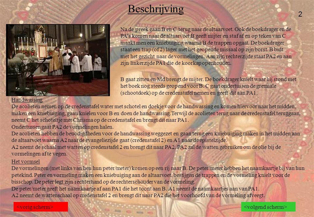 Beschrijving 2 Na de preek gaan B en C terug naar de altaarvoet. Ook de boekdrager en de PA's komen naar de altaarvoet.B geeft mijter en staf af en op