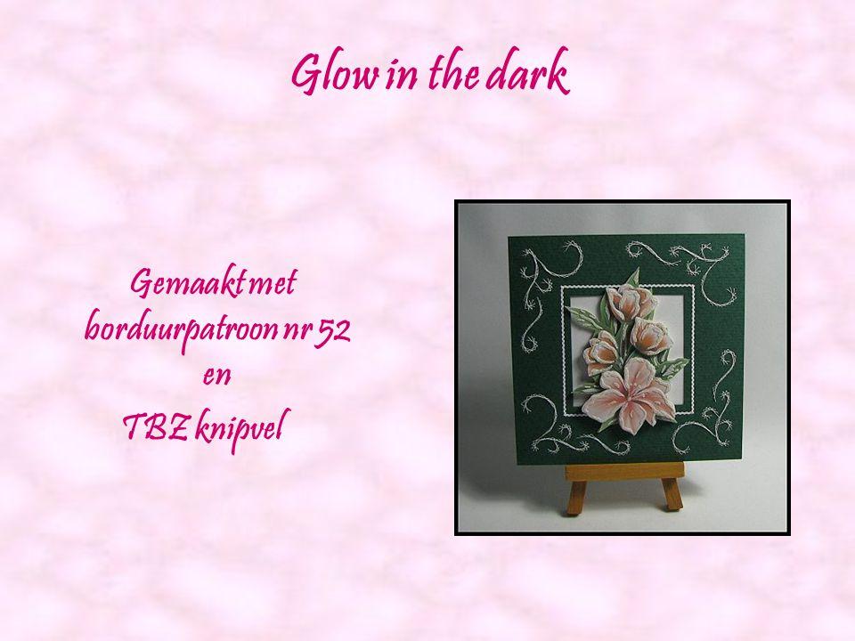 Kralen met witte roos Gemaakt met borduurpatroon nr 51 en Agnes knipvel 038