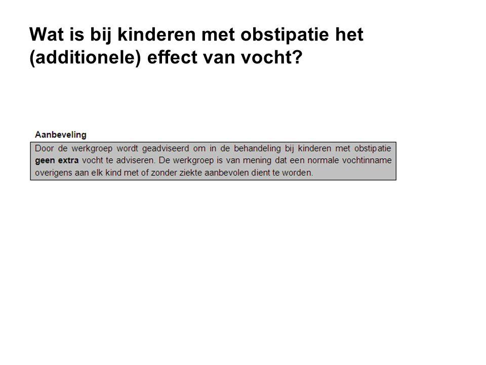 Wat is bij kinderen met obstipatie het (additionele) effect van vocht?