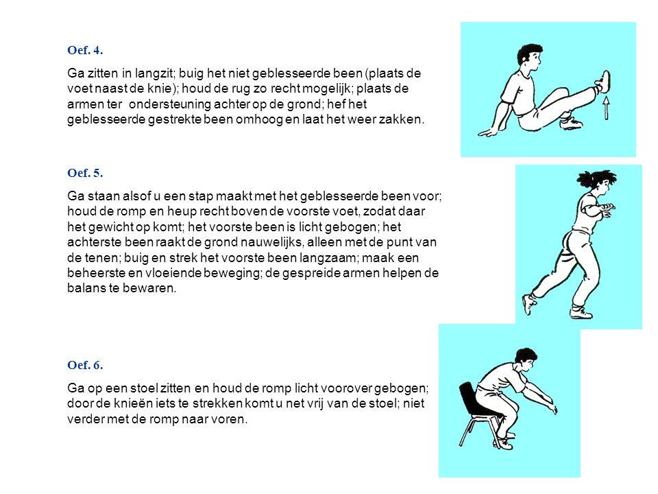 Oef. 4. Ga zitten in langzit; buig het niet geblesseerde been (plaats de voet naast de knie); houd de rug zo recht mogelijk; plaats de armen ter onder