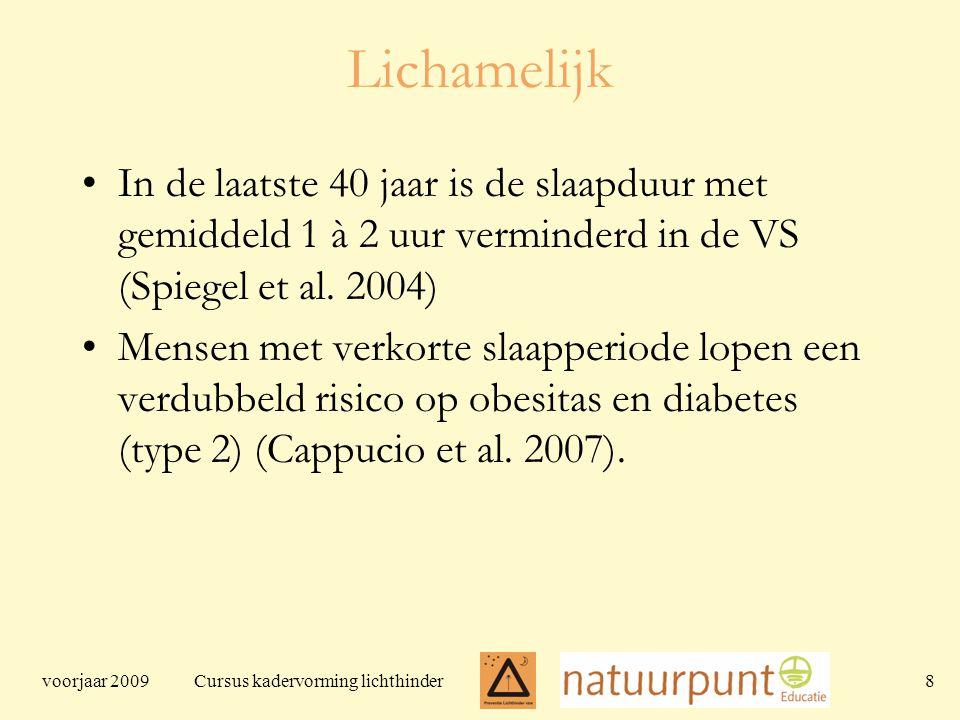 voorjaar 2009 Cursus kadervorming lichthinder 8 Lichamelijk In de laatste 40 jaar is de slaapduur met gemiddeld 1 à 2 uur verminderd in de VS (Spiegel et al.