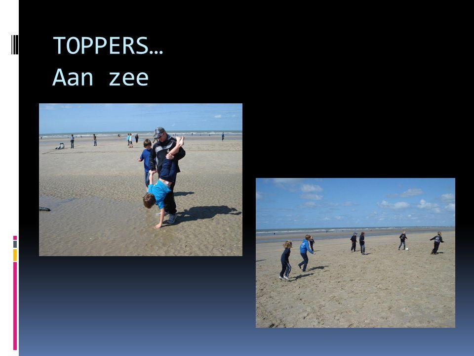 TOPPERS… Aan zee