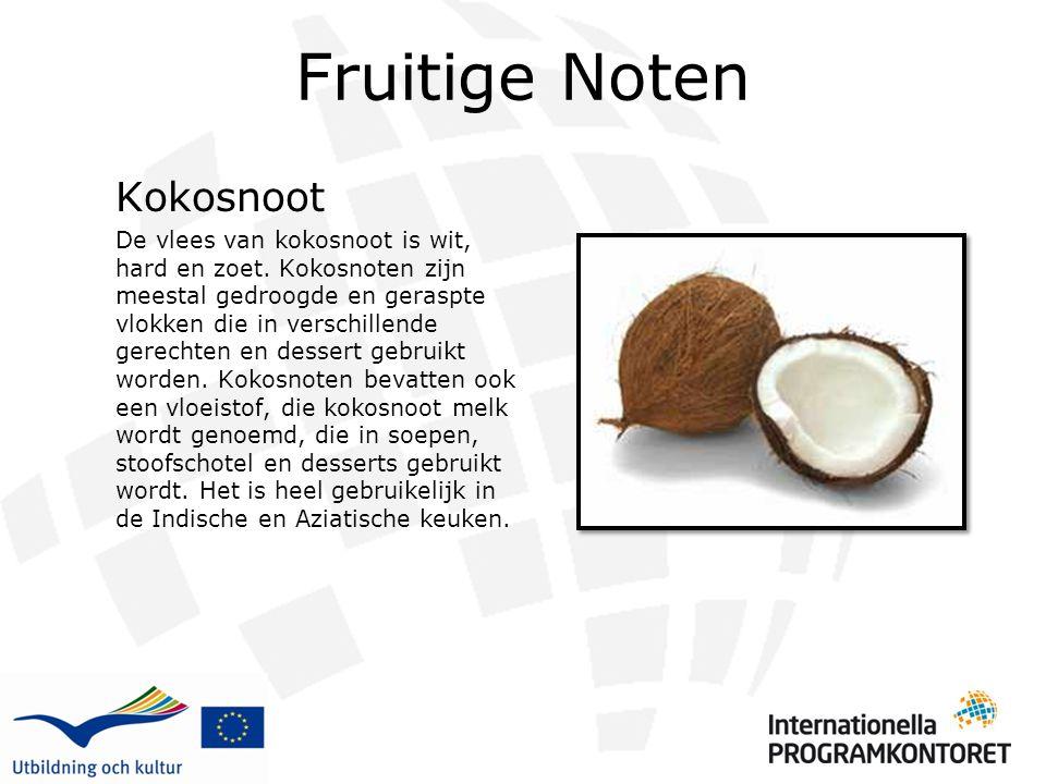 Fruitige Noten Kokosnoot De vlees van kokosnoot is wit, hard en zoet. Kokosnoten zijn meestal gedroogde en geraspte vlokken die in verschillende gerec