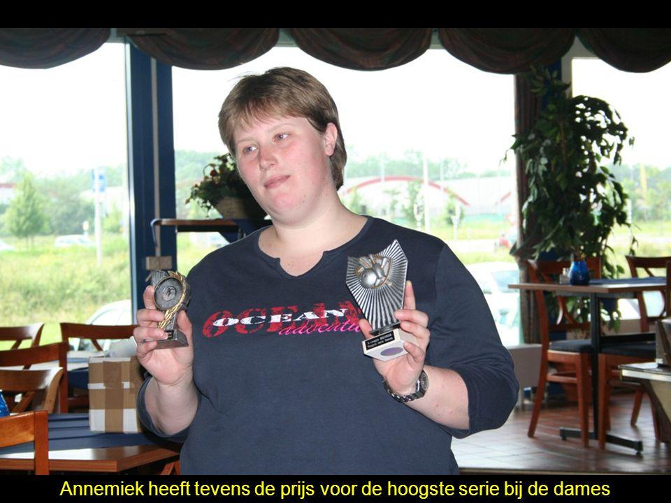Annemiek heeft tevens de prijs voor de hoogste serie bij de dames