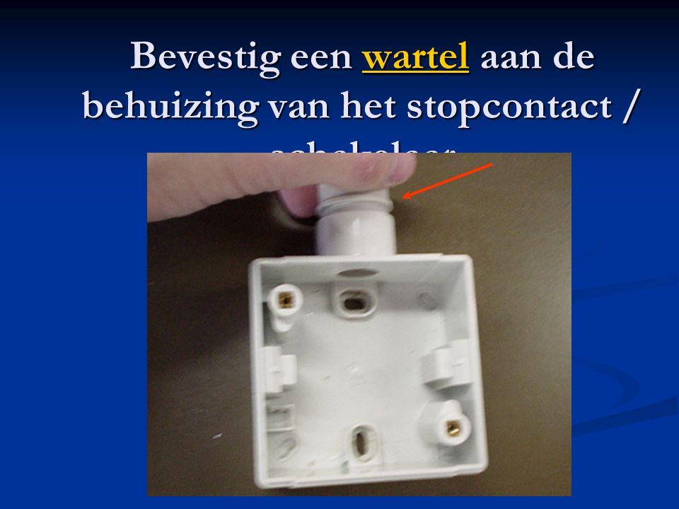 Bevestig een wartel aan de behuizing van het stopcontact / schakelaar wartel
