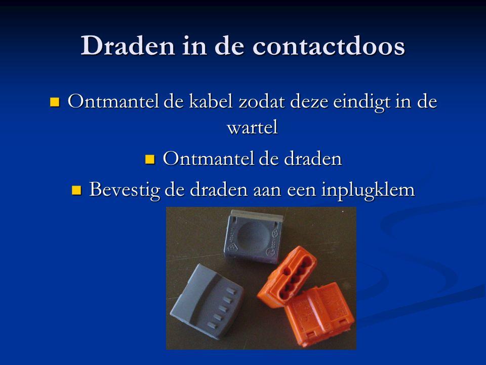 Draden in de contactdoos Ontmantel de kabel zodat deze eindigt in de wartel Ontmantel de kabel zodat deze eindigt in de wartel Ontmantel de draden Ont