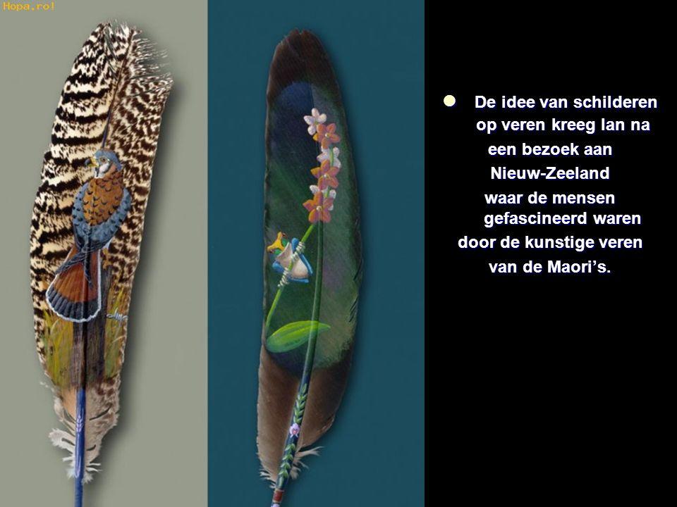De idee van schilderen op veren kreeg Ian na De idee van schilderen op veren kreeg Ian na een bezoek aan Nieuw-Zeeland waar de mensen gefascineerd waren door de kunstige veren van de Maori's.