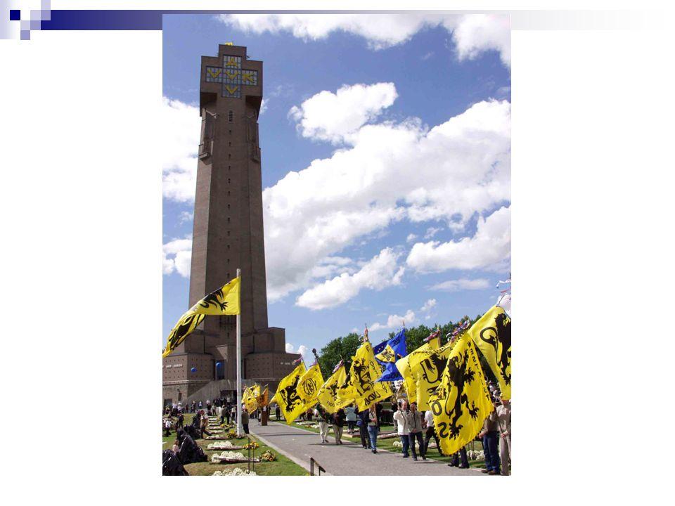 Ijzertoren ° 'Bedevaarten naar de Graven van de Ijzer 1930: inwijding eerste Ijzertoren AVV-VVK Nooit meer oorlog