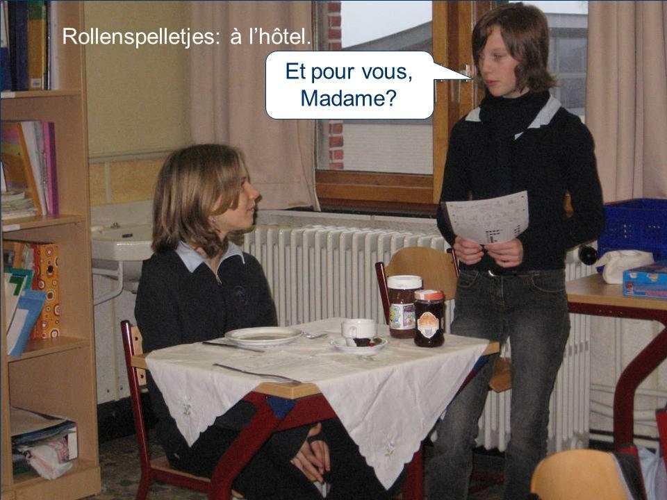 Rollenspelletjes: à l'hôtel. Et pour vous, Madame?