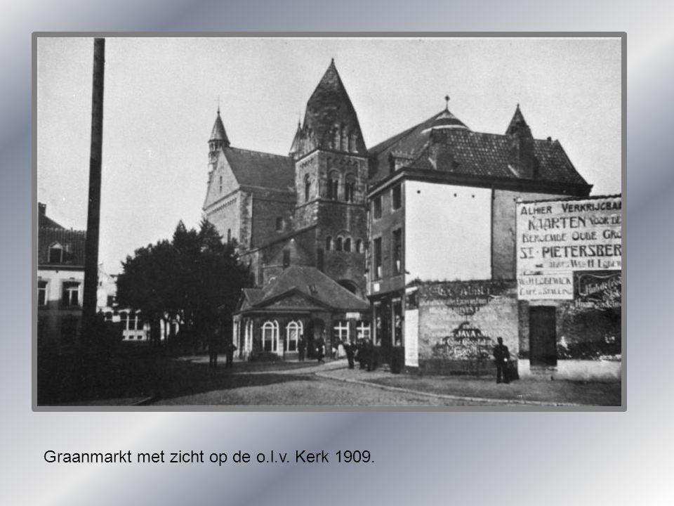 Graanmarkt met zicht op de o.l.v. Kerk 1909.