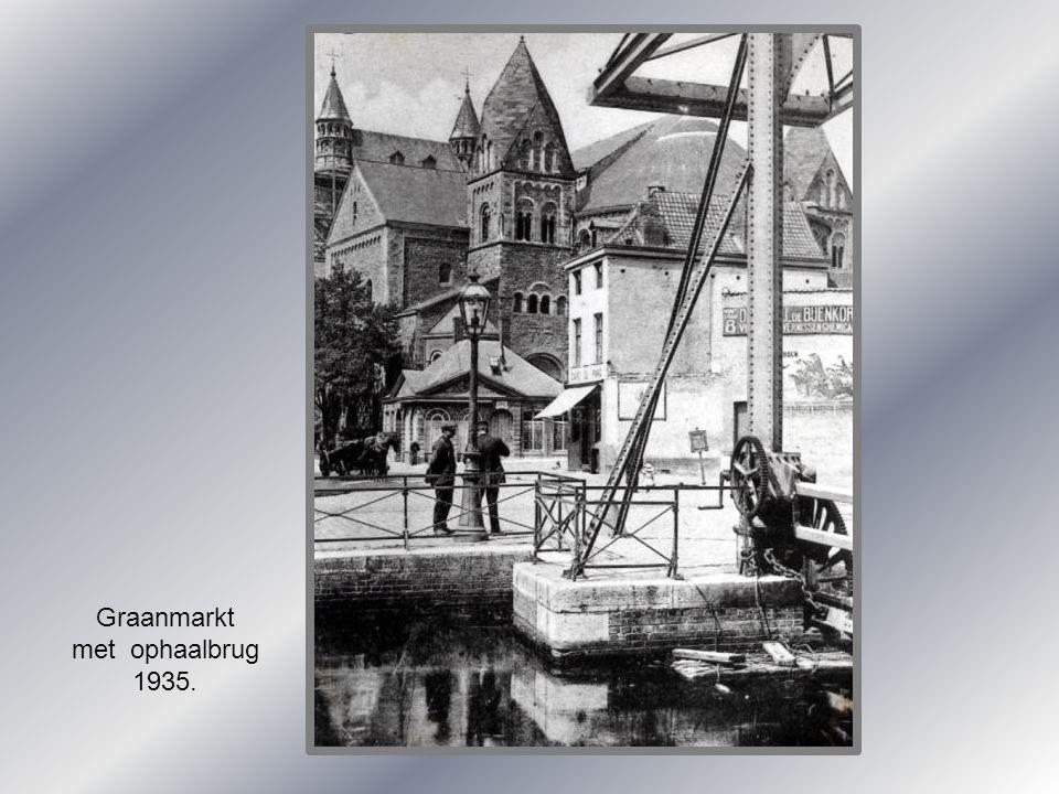 Graanmarkt met ophaalbrug 1935.