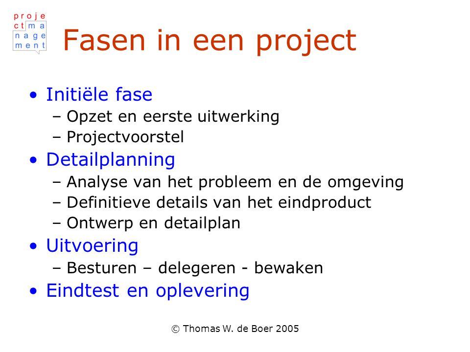 © Thomas W. de Boer 2005 Fasen in een project Initiële fase –Opzet en eerste uitwerking –Projectvoorstel Detailplanning –Analyse van het probleem en d