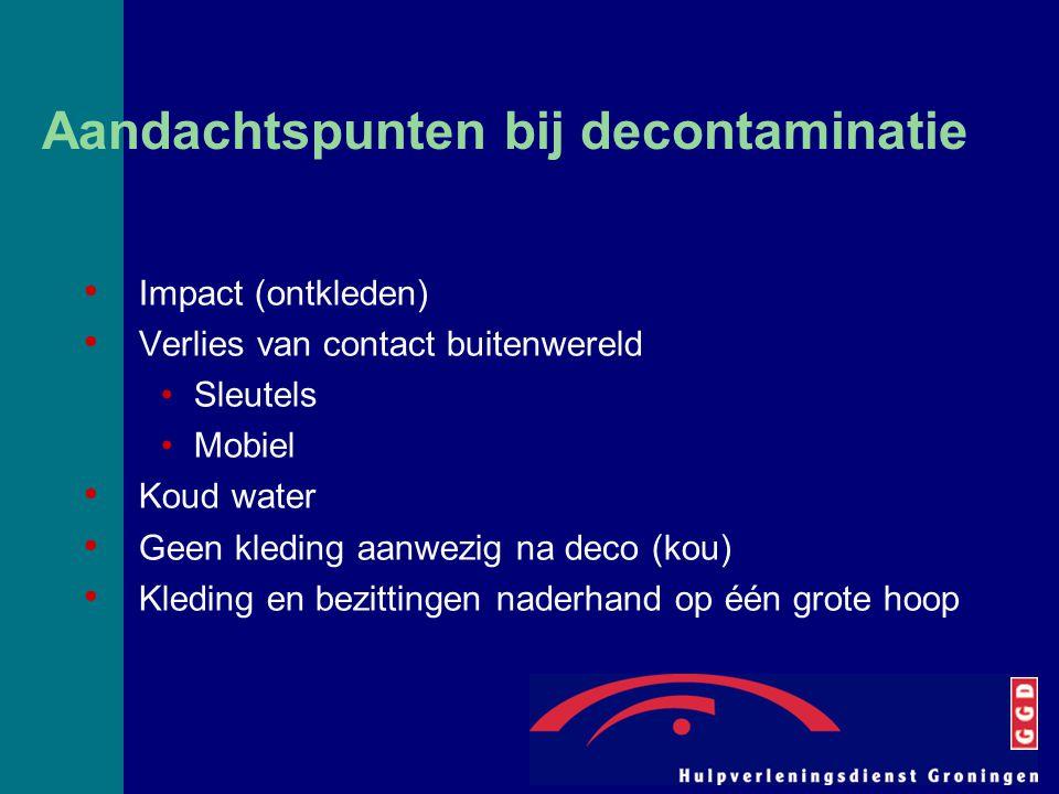 Aandachtspunten bij decontaminatie Impact (ontkleden) Verlies van contact buitenwereld Sleutels Mobiel Koud water Geen kleding aanwezig na deco (kou)