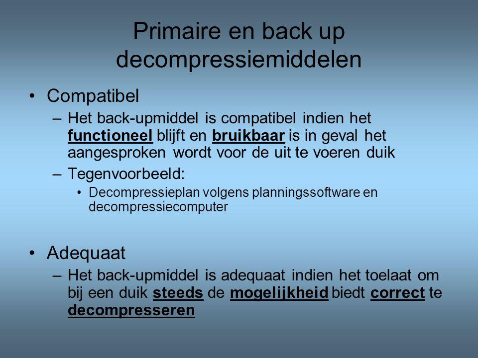 Primaire en back up decompressiemiddelen Compatibel –Het back-upmiddel is compatibel indien het functioneel blijft en bruikbaar is in geval het aangesproken wordt voor de uit te voeren duik –Tegenvoorbeeld: Decompressieplan volgens planningssoftware en decompressiecomputer Adequaat –Het back-upmiddel is adequaat indien het toelaat om bij een duik steeds de mogelijkheid biedt correct te decompresseren