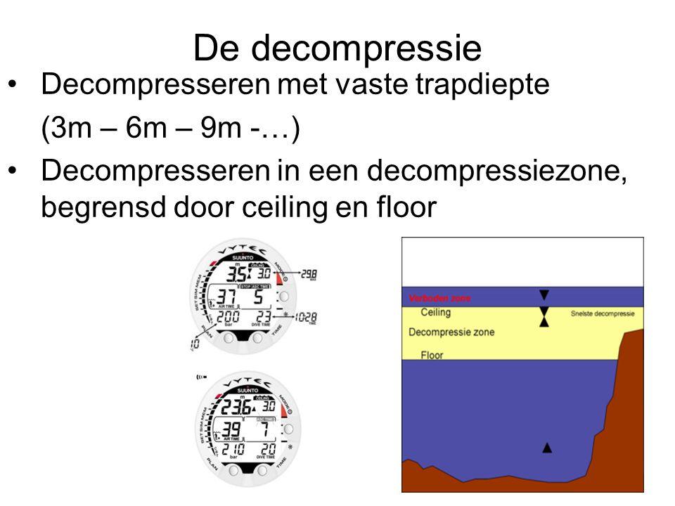De decompressie Decompresseren met vaste trapdiepte (3m – 6m – 9m -…) Decompresseren in een decompressiezone, begrensd door ceiling en floor