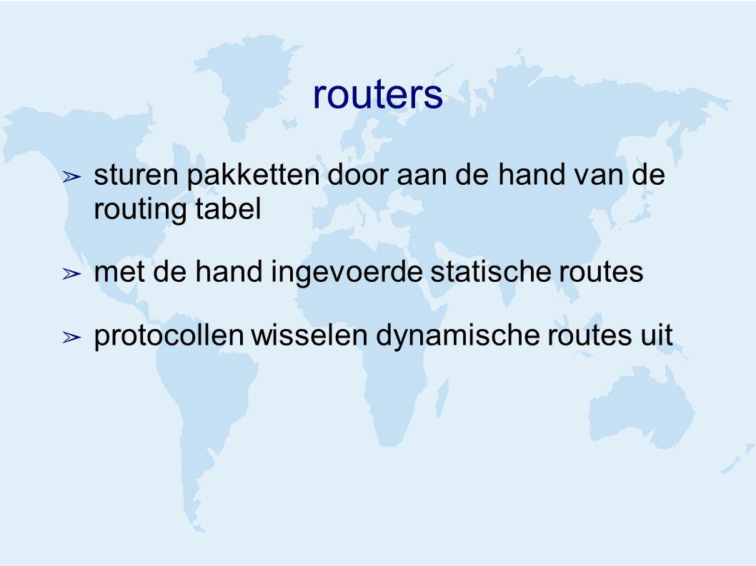 routers ➢ sturen pakketten door aan de hand van de routing tabel ➢ met de hand ingevoerde statische routes ➢ protocollen wisselen dynamische routes uit