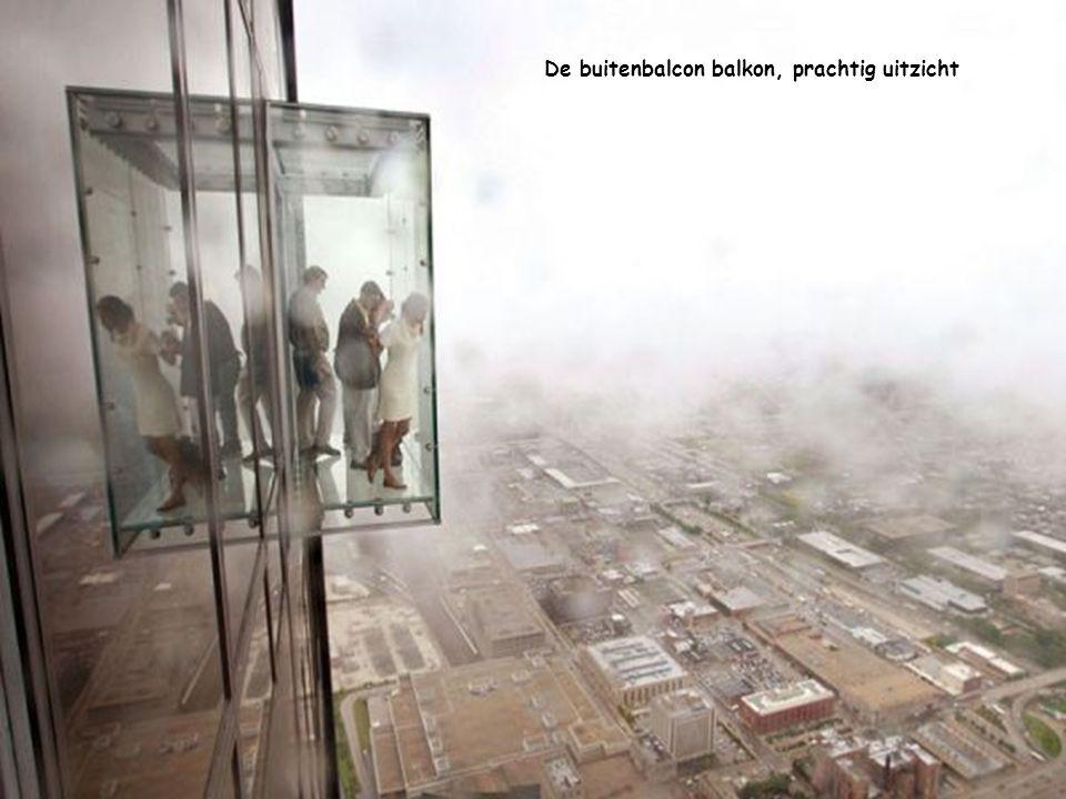 Beglaasd balkon op de 103e verdieping van de Sears Tower in Chicago