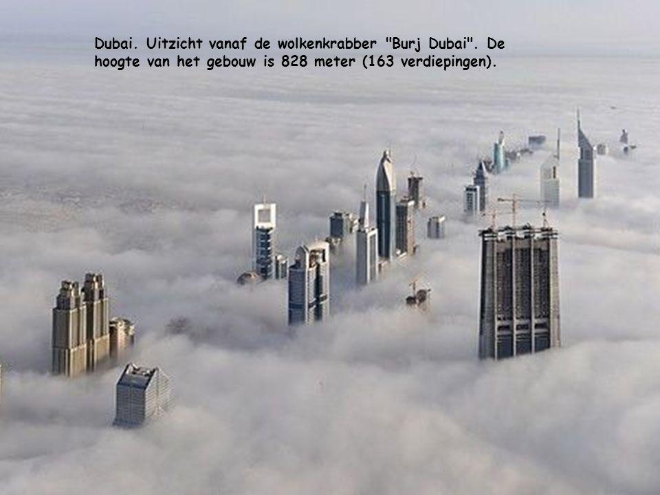 Dubai.Uitzicht vanaf de wolkenkrabber Burj Dubai .