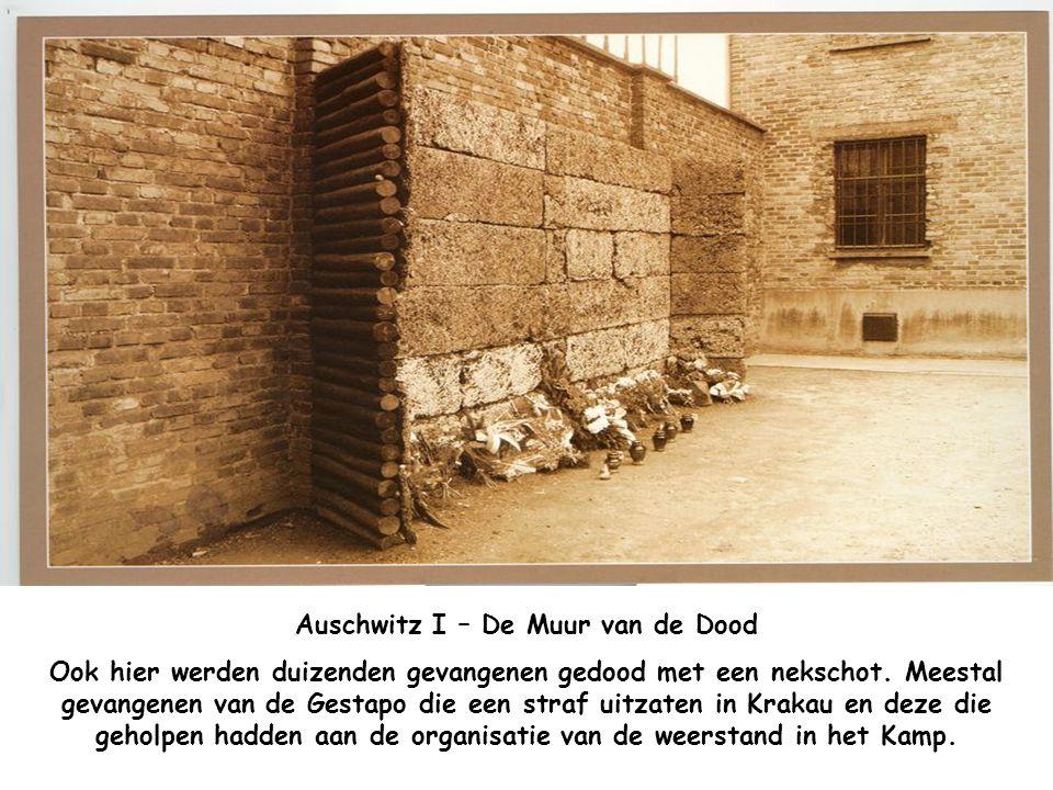 Auschwitz I – Gaskamer en Crematorium Hier werden zeventig duizend onschuldige slachtoffers gedood met gas en werden hun lijken verbrand in het cremat