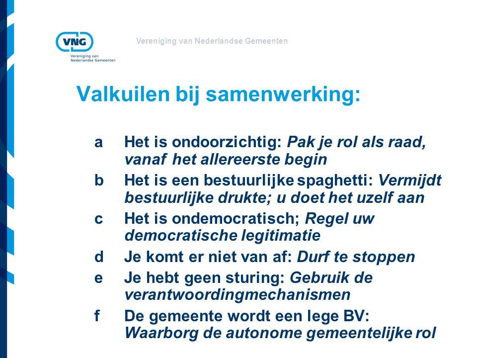 Vereniging van Nederlandse Gemeenten Valkuilen bij samenwerking: a Het is ondoorzichtig: Pak je rol als raad, vanaf het allereerste begin b Het is een