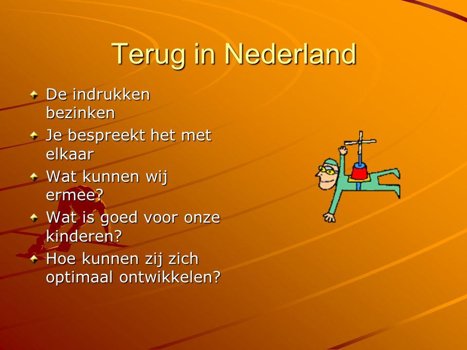 Terug in Nederland De indrukken bezinken Je bespreekt het met elkaar Wat kunnen wij ermee? Wat is goed voor onze kinderen? Hoe kunnen zij zich optimaa