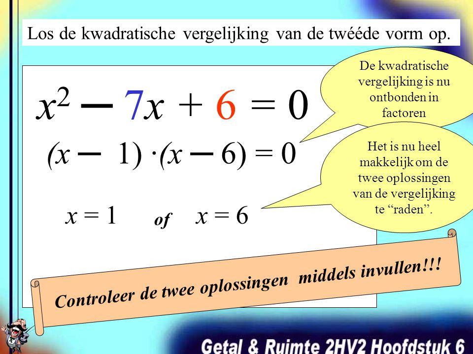 Los de kwadratische vergelijking van de twééde vorm op. x 2 ─ 7x + 6 = 0 (x + …)·(x + …) = 0 Ontbindt het linkerlid van de vergelijking. ?? ? · ? = 6