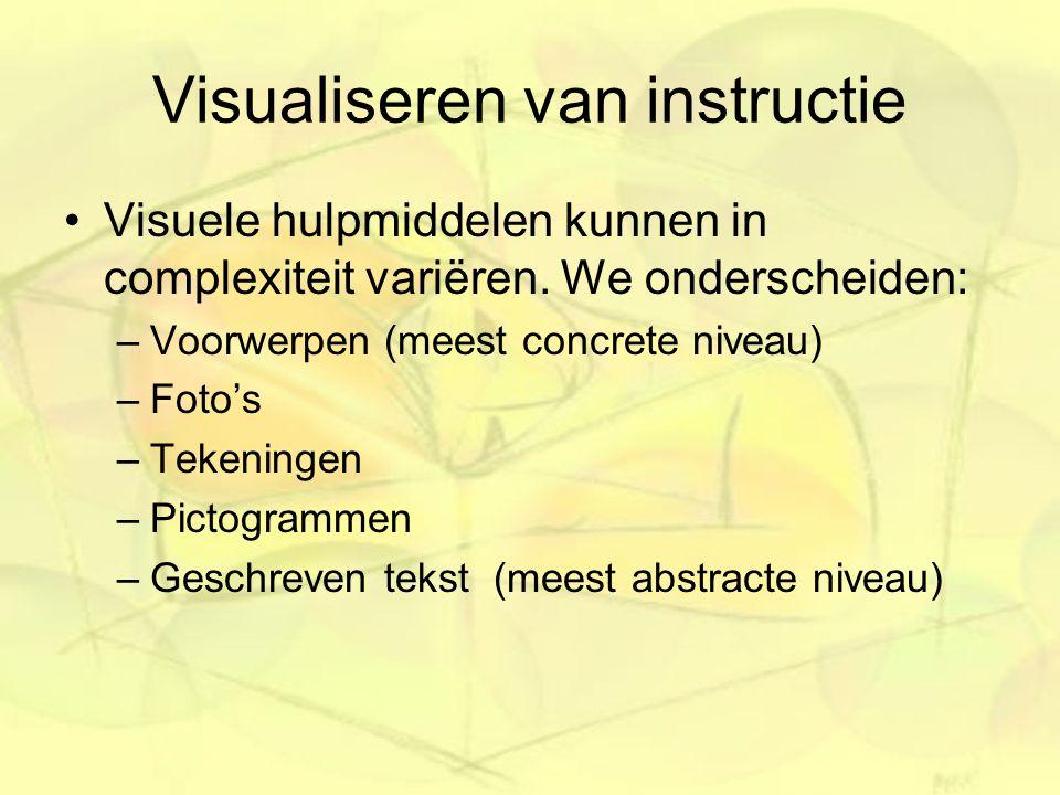 Visualiseren van instructie Visuele hulpmiddelen kunnen in complexiteit variëren. We onderscheiden: –Voorwerpen (meest concrete niveau) –Foto's –Teken