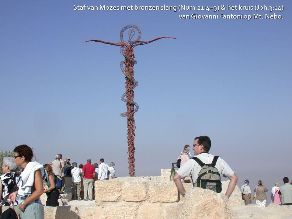 Staf van Mozes met bronzen slang (Num.21:4–9) & het kruis (Joh.3:14) van Giovanni Fantoni op Mt. Nebo.