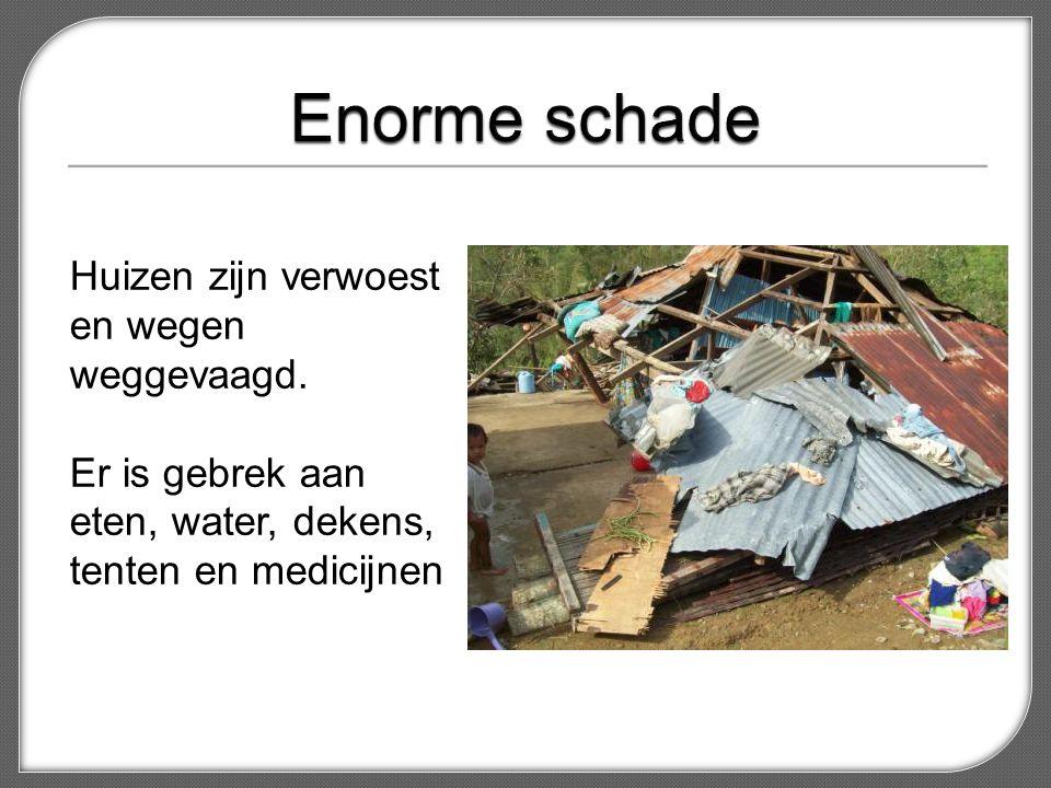 Huizen zijn verwoest en wegen weggevaagd. Er is gebrek aan eten, water, dekens, tenten en medicijnen
