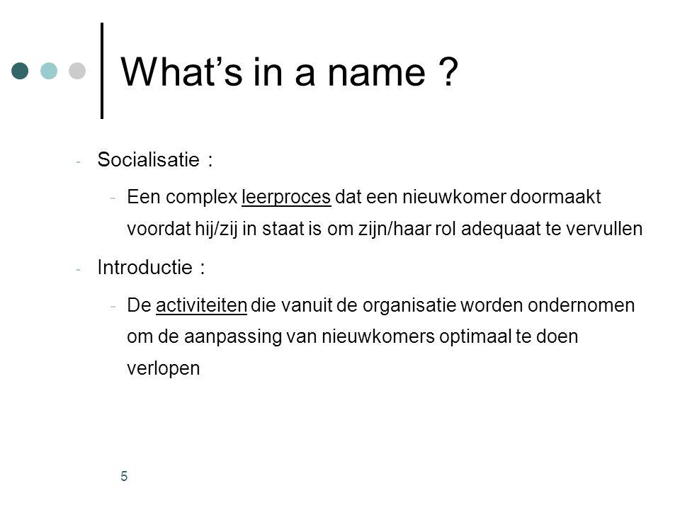 5 What's in a name ? - Socialisatie : -Een complex leerproces dat een nieuwkomer doormaakt voordat hij/zij in staat is om zijn/haar rol adequaat te ve