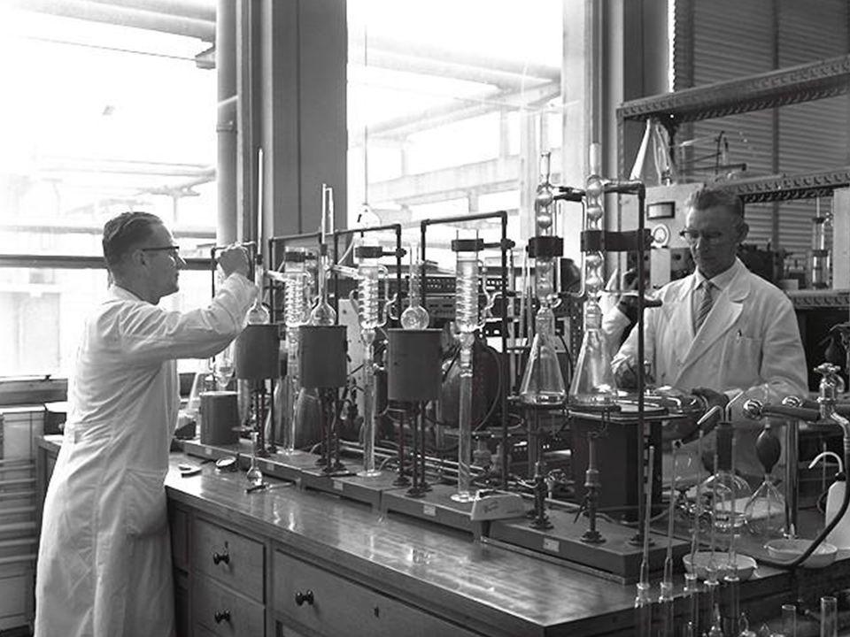 Oplossing 0,05 mg PO 4 3- /mlGemeten extinctie Oplossing 0,05 mg PO 4 3- /ml Gemeten extinctie 0 ml (blanco)0,014 5 ml0,126 10 ml0,233 20 ml0,452 30 ml0,673 40 ml0,894 50 ml1,116 Bij het opstellen van de ijkgrafiek voor de bepaling van fosfaat volgens DSM analysevoorschrift 97 in een 1 cm cuvet, wordt een oplossing gebruikt die 0,05 mg PO 4 3- per ml bevat.