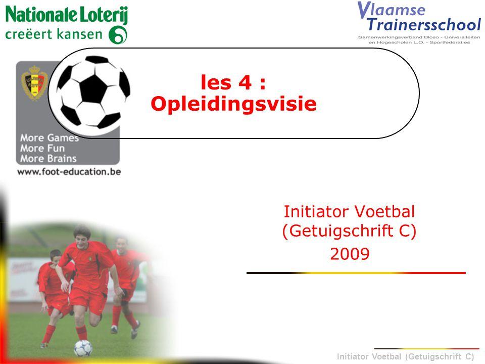 Initiator Voetbal (Getuigschrift C) Lesplan 1.Inleiding 2.Opleidingsvisie : initiatie zoneprincipes 3.Opleidingsvisie : initiatie wedstrijd-en tussenvormen