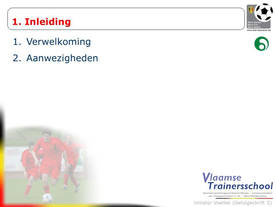 Initiator Voetbal (Getuigschrift C) Uitvoeren van taak binnen –5-5 : ruitvorm –8-8 : dubbele ruitvorm –11-11 : 1-4-3-3 Leermomenten in echte wedstrijdomstandigheden –aard van het spelprobleem bepalen = wie, wat, waar en wanneer –dit bepaalt de grootte van het terrein en het aantal spelers «» Wedstrijdvormen : « TEAMTACTICS »  elftalposities