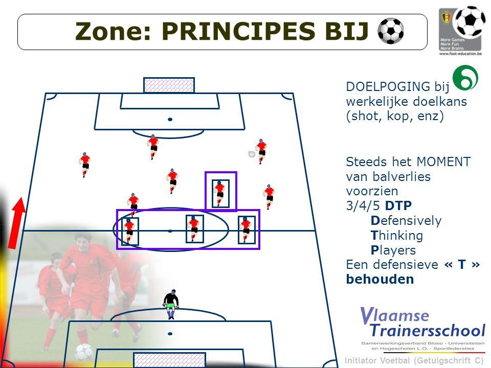 Initiator Voetbal (Getuigschrift C) 6 DOELPOGING bij werkelijke doelkans (shot, kop, enz) 7Steeds het MOMENT van balverlies voorzien 3/4/5 DTP Defensively Thinking Players Een defensieve « T » behouden Zone: PRINCIPES BIJ