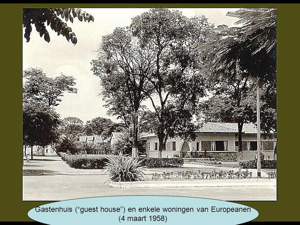"""Gastenhuis (""""guest house"""") en enkele woningen van Europeanen (4 maart 1958)"""