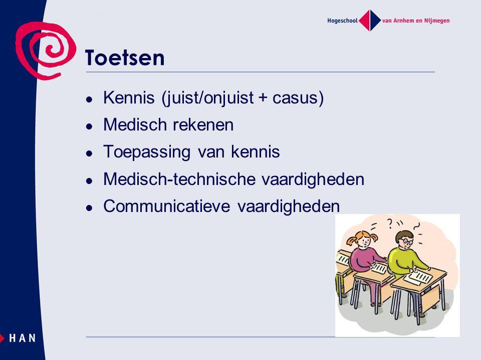 Toetsen Kennis (juist/onjuist + casus) Medisch rekenen Toepassing van kennis Medisch-technische vaardigheden Communicatieve vaardigheden