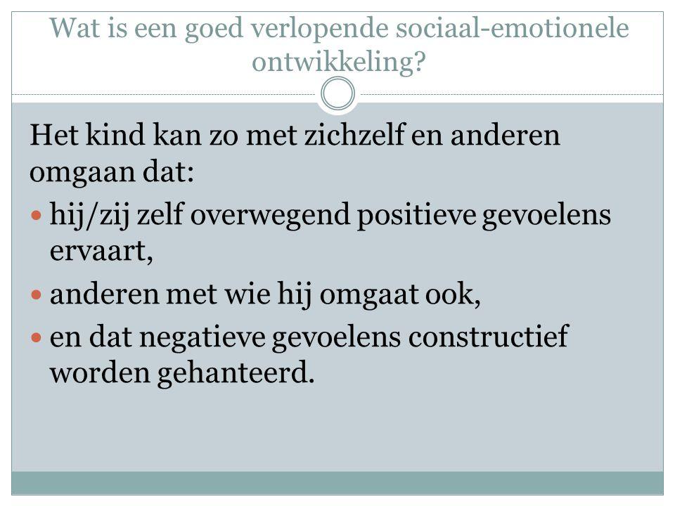 Wat is een goed verlopende sociaal-emotionele ontwikkeling? Het kind kan zo met zichzelf en anderen omgaan dat: hij/zij zelf overwegend positieve gevo