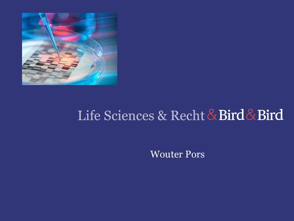 Life Sciences en Recht Page 2 © Bird & Bird LLP 2013 Procederen over marktvergunningen Wettelijk kader Verdrag betreffende de Europese Unie (VEU) Verdrag betreffende de werking van de EU (VWEU) Verordening 726/2004/EG, 31-3-2004 (iwtr 20-5-2004) Richtlijn 2001/83/EG, 6-11-2001, Communautair wetboek betreffende geneesmiddelen voor menselijk gebruik Richtlijn 2004/27/EG, 31-3-2004 (impl 30-10-2005) Geneesmiddelenwet, 8-2-2007, Stb 93 (iwtr 1-7-2007) Algemene wet bestuursrecht, 4-6-1992 (iwtr 1-1-1994) Wet openbaarheid van bestuur, 31-10-1991 (iwtr 1-5-1992) Sinds 1-7-2007 kan geprocedeerd worden tegen beslissingen op grond van de Geneesmiddelenwet