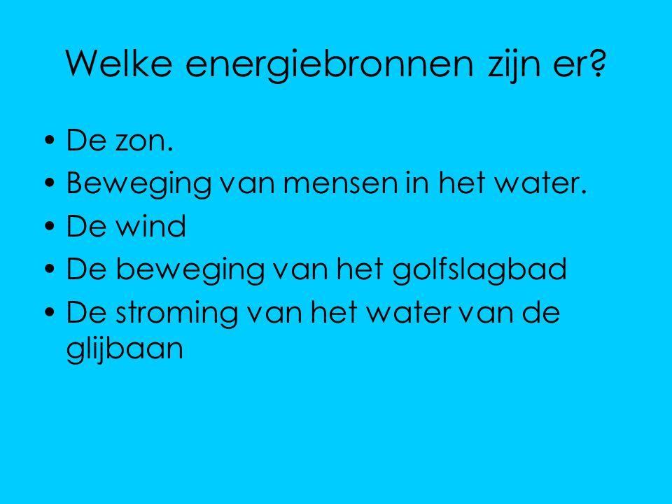 Welke energiebronnen zijn er? De zon. Beweging van mensen in het water. De wind De beweging van het golfslagbad De stroming van het water van de glijb