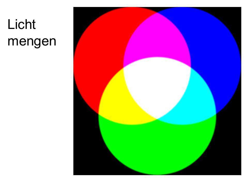 Je ziet hier een rode, blauwe en groene spotlight op de vloer Van het donkere toneel schijnen.