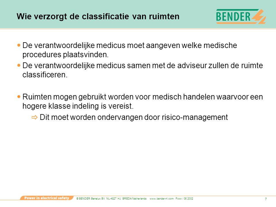 © BENDER Benelux BV NL-4827 HJ BREDA Netherlands www.bender-nl.com Fxxx / 06.2002 8 Bescherming tegen elektrische schok Bescherming door extra lage spanning (SELV en PELV)(max 500μA lekstroom) Bescherming door isolatie van actieve delen Bescherming door afscherming of omhulsels  In klasse 2 en 3 ruimten moeten metalen gestellen zijn verbonden met de potentiaalvereffeningsleiding.